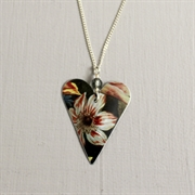 Picture of White Flower Christmas Heart with Crystal Necklace