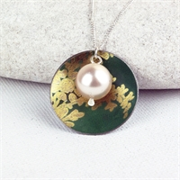 Picture of Gilt Disc & Pearl Necklace