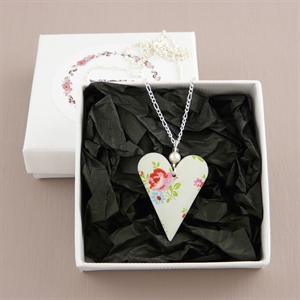 Picture of Pretty Floral Heart & Pearl Necklace