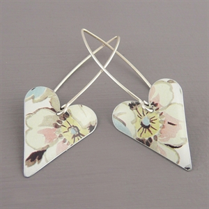 Picture of Emily Jane Floral Medium Heart Earrings JE16