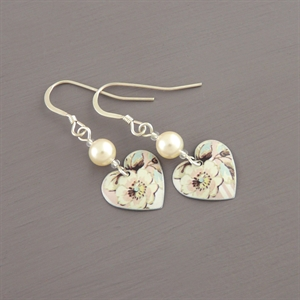 Picture of Emily Jane Floral Heart Earrings with Pearl