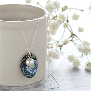 Picture of Midnight Floral Oval & Pearl Necklace